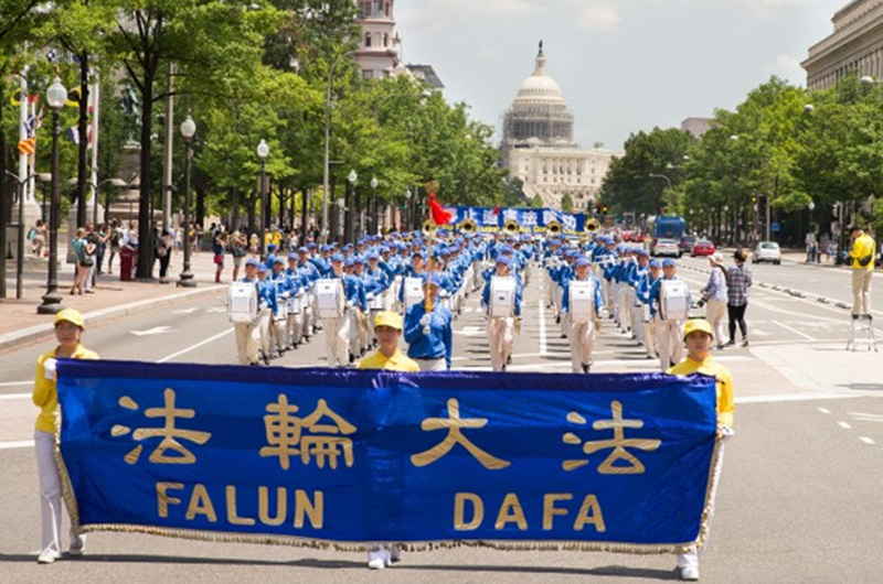 Ribuan praktisi Falun Gong AS mengadakan pawai akbar di Washington DC. pada 14 Juli 2016. (Epoch Times)