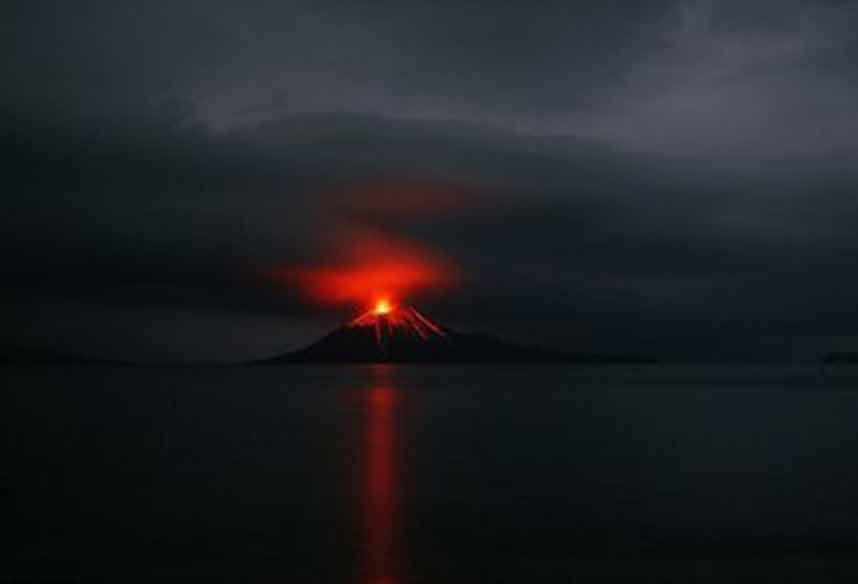 Gunung Anak Krakatau. (Internet)